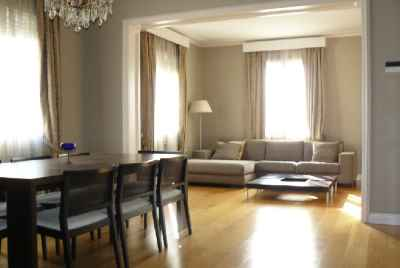 Renovated apartment with parking space and storage room in Pedralbes area of Barcelona